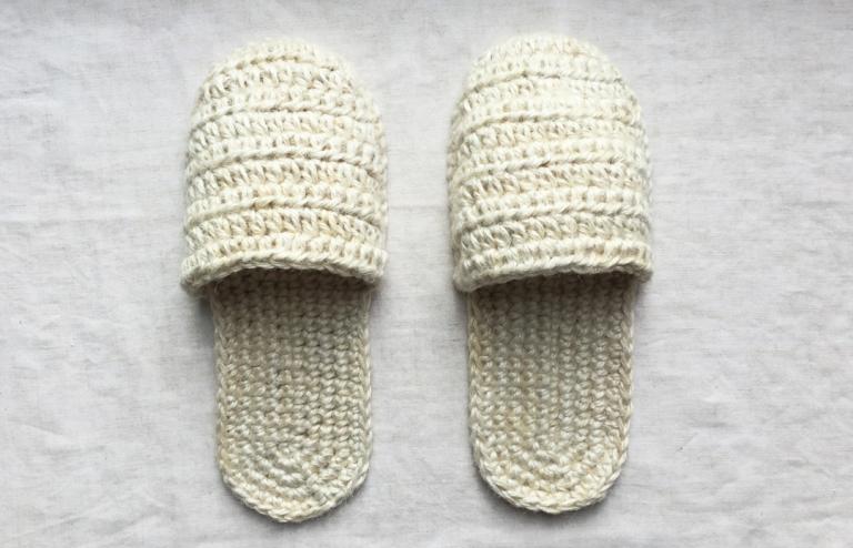 かぎ針で編む、麻糸のスリッパ(前編)