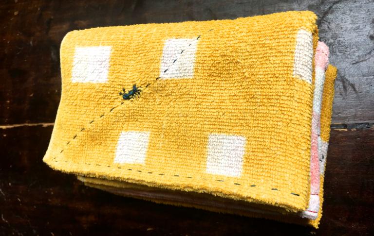 雑巾の作り方 – 古タオルを使って手縫いでつくれます