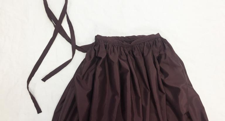 ボリューム感のある、ギャザーたっぷり巻きスカート