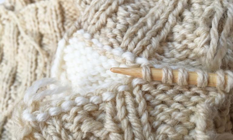 肩のかぶせはぎを「捨て編み」で行うメリットとは