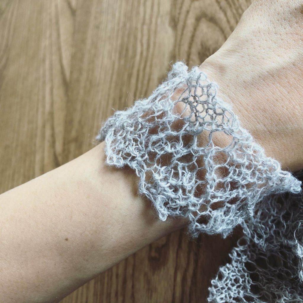 手編みブレードをブレスレットとして使う