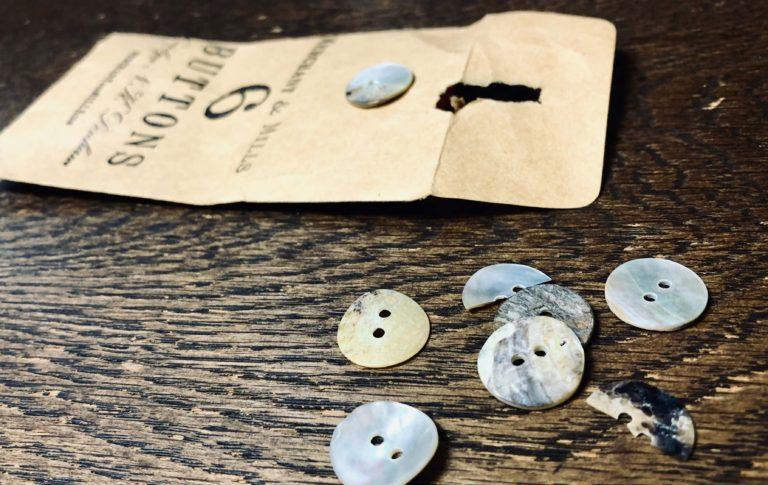 マーチャント・アンド・ミルズの天然貝ボタンに交換