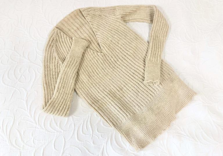 トップダウンのVネックセーター、編みあがったものの